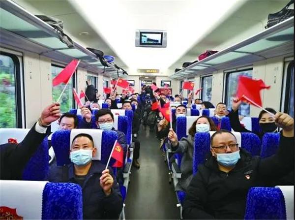 首趟湘赣边红色专列抵达井冈山 计划年内开行100趟